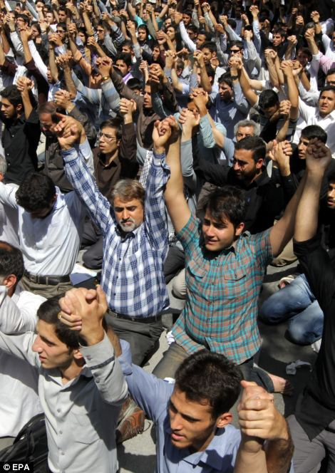 500 Iranian Islamists gather in front of the US interest section