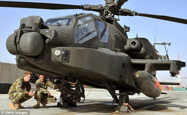 Πιλότος: Ο Χάρι έχει εκπαιδευτεί για να πετάξει ελικόπτερα Απάτσι, κάποια από τα πιο θανατηφόρα αεροσκάφος στο Αφγανιστάν