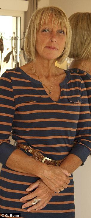 Maria-Louise Warne en su hogar en Francia: Ella pasó 26 años en una relación con un hombre 22 años mayor que ella - y ha llegado a lamentar su decisión
