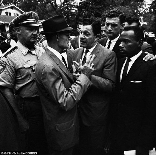 Civil rights icon James Meredith was first black student admitted ...