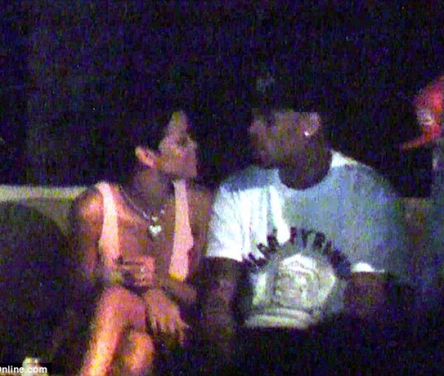You Da One Rihanna And Chris Brown Were Spotted Cozying Up To Each Other Browns