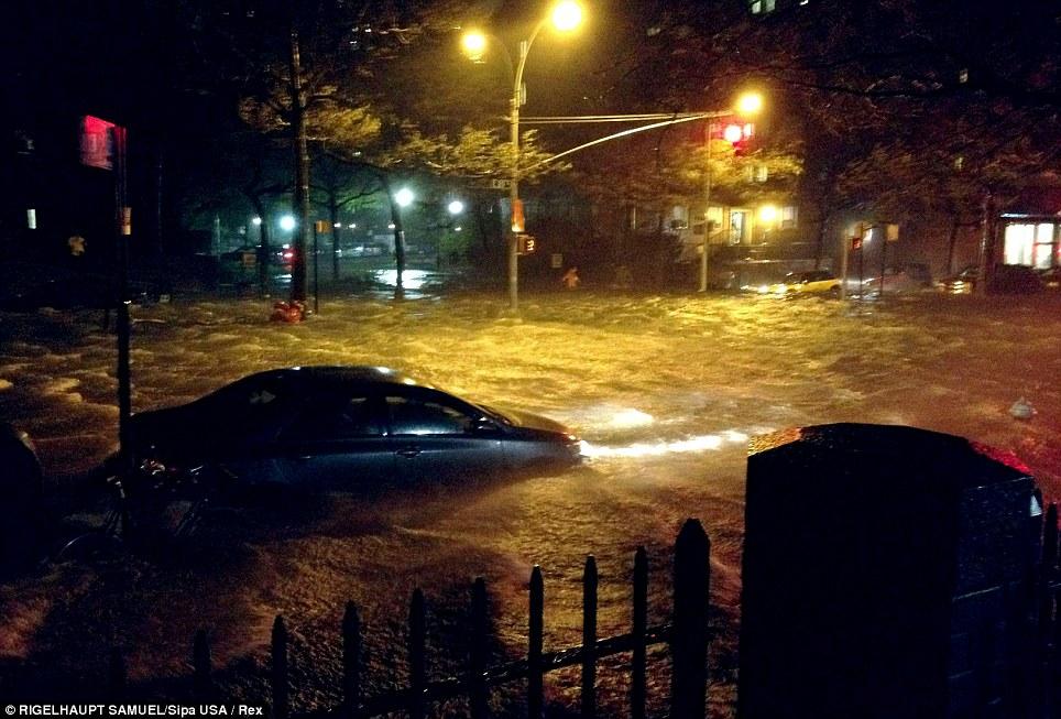 Sumergido: El agua del este de Manhattan, las inundaciones del río East 20th Street durante el huracán de arena