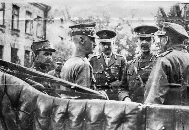 Cartón de Wiart (centro) sirve en las dos guerras mundiales, como parte de una distinguida carrera militar