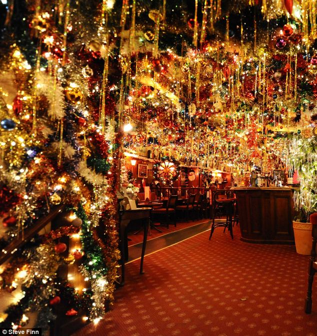 Landlord Illuminates His Pub With 15000 Christmas Lights
