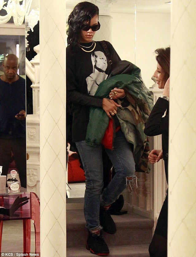 No diva: She carried around her many jackets inside the store