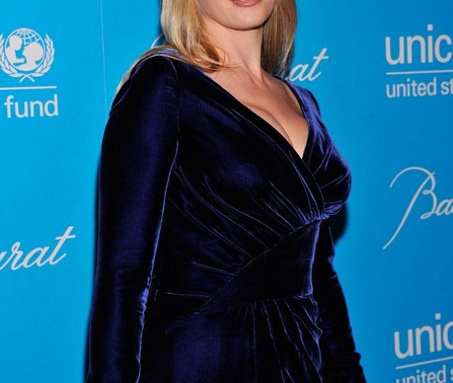 Va Va Voom Uma Thurman Shows Off Her Post Baby Figure In A Midnight Blue