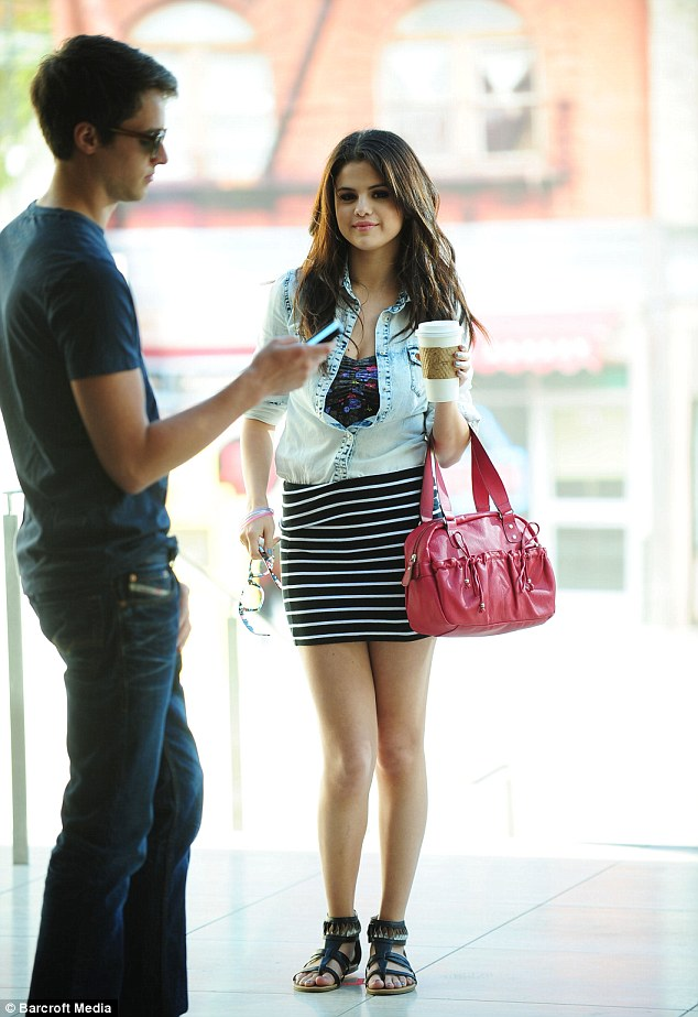 Selena Gomez Puts Justin Bieber Problems To One Side As