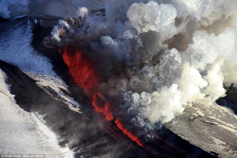 Actividad: Algunos expertos temen Tolbachik podría desencadenar una erupción tan poderoso como explosión islandés Eyjafjallajökull, que llevó al espacio aéreo en partes de Europa permanencia en abril de 2010
