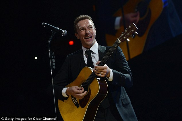 Acoustic: Chris Martin sang Coldplay's Viva La Vida