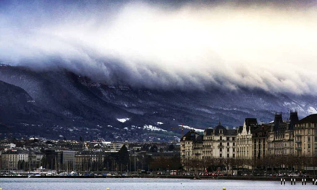 Pictured Incredible Tsunami Of Clouds Roll Ove