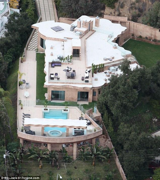 Quelqu'un at-il une pièce de rechange 65 kA $ par mois: Rihanna est louait son tentaculaire Palisades immobilier Pacifique parce qu'elle a été tournée tellement occupé, elle n'a pas eu le temps d'y vivre