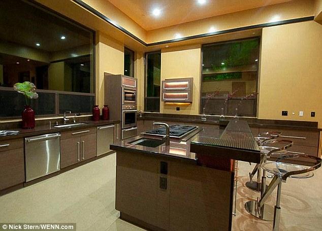 Elbow room: Une cuisine tentaculaire offre beaucoup d'espace pour se divertir