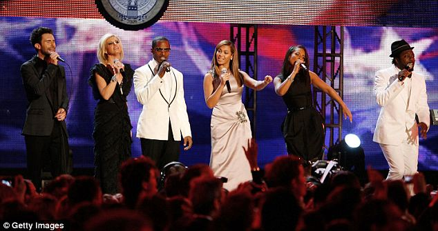 Kickoff: Adam Levine, Faith Hill, Jamie Foxx, Beyonce, Alicia Keys and Will.I.Am all performed at the Neighborhood Ball in 2009, with Beyonce singing 'At Last' as the first couple's first dance