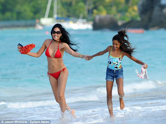 Who needs snow? Kimora Lee Simmons, looking red hot in a bikini, took her children to St. Barts for a very sandy Christmas vacation Saturday