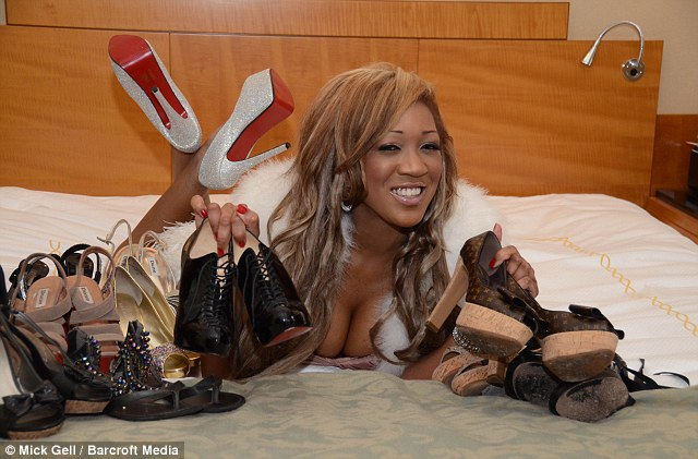 Grandir Gina avait une allocation de 20.000 £ par mois et a acheté des milliers de livres sterling de vêtements de marque, elle possède maintenant plus de 300 paires de chaussures de marque