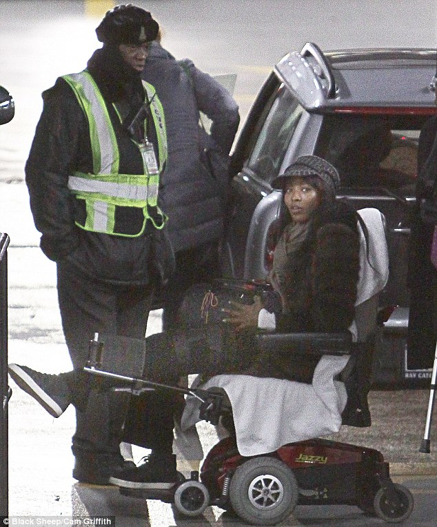 Supermodel Naomi CAmpbell allelgeds that she was stalked attacked and robbed by street thugs as she tried to hail a cab in Paris on Nov 21