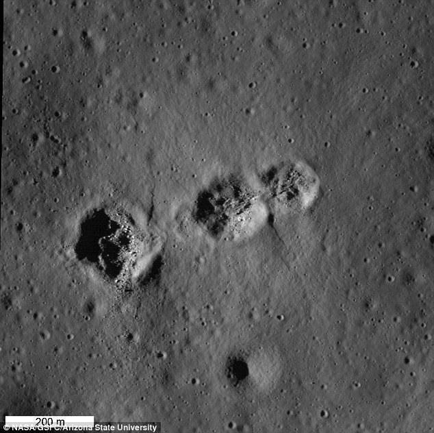 La stessa scena di cui sopra nell'illuminazione pomeriggio.  Il sole basso accentua la topografia sottile associato ai crateri da impatto, dicono i ricercatori