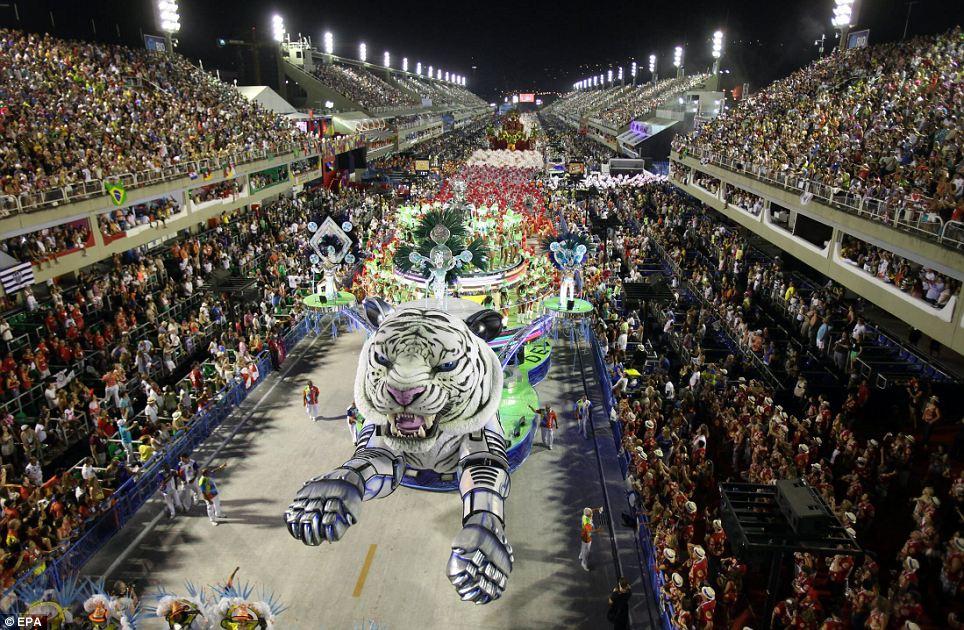 Flying Tiger: Бразильский карнавал возник в 19 веке с небольшого выступления улице, но вскоре превратилась в грандиозное визуальное пиршество