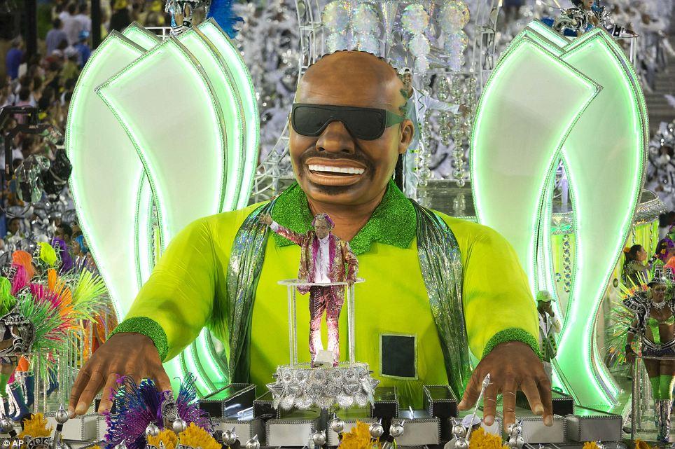 Sheer задаться вопросом: Был даже Stevie Wonder-тематический поплавок с гигантской фигурой слепого музыканта на фортепиано