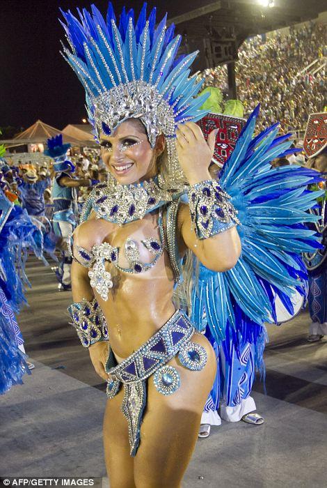 Гуляки из Unidos-да-Тижука школы самбы выполнять в первую ночь карнавала парад на Sambadrome