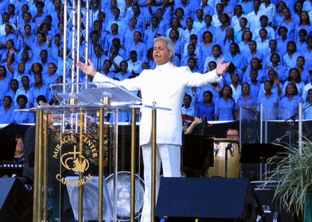 photo of Benny Hinn preaching