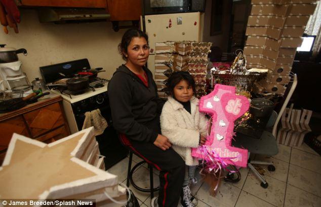Mónica Villegas con su hija Stephanie Villegas