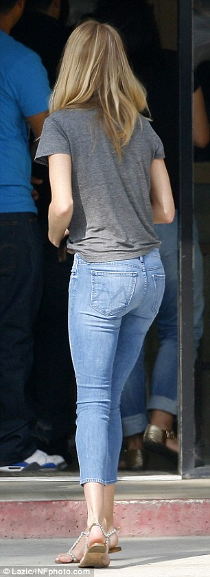 Rosie Huntington Whiteley Dresses Down In Jeans And A T