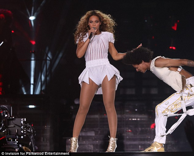 Just Beyonce: The snaps don't necessarily show others on stage in such a flattering light