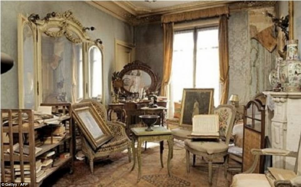 Back in time: The flat near the Trinité church in Paris between the Pigalle red light district and Opera