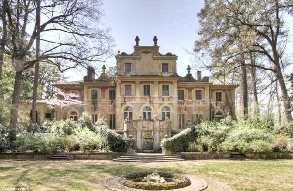 The European Style Castle In Atlanta Stunning Pink Mansion Complete With Gone With The Wind