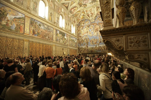 Tourists craning their necks to admire the Sistine Chapel are being pick-pocketed by thieves taking advantage of the crowds