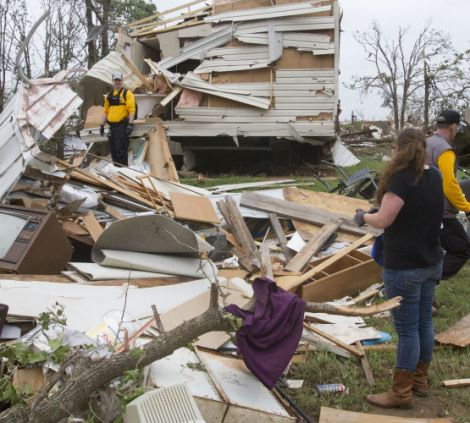 Rescuers search for lost animals on May 20, 2013 in Shawnee, Oklahoma