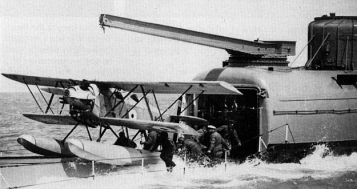 Lanzada por 'catapulta' hidráulica del Peto, a su regreso fue recuperado por medio de una grúa de cubierta montada