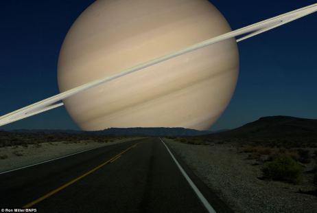 Massive: Saturno y sus anillos cubrirían casi 18 grados en el cielo por la noche, según los cálculos del Sr. Miller