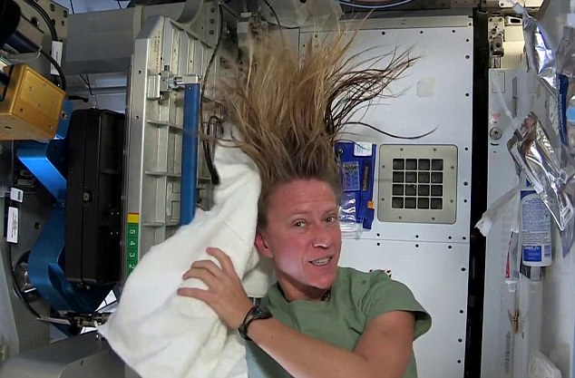 Female Astronaut Karen Nyberg Shows You How To Wash Your
