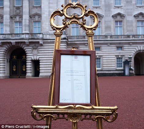 The easel still stands in the Forecourt of Buckingham Palace