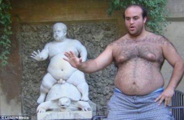 article 2386882 1B33073C000005DC 337 634x415 Fotos   Chercha con estatuas, ¿nueva tendencia online?
