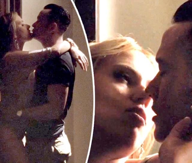 Scarlett Johansson Fends Off Sex Crazy Joseph Gordon Levitt In New Don Jon Teaser Daily Mail Online