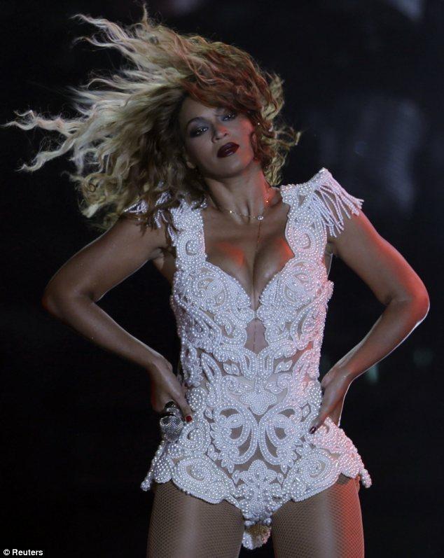 Hair Raising Beyonce Puts On Energetic Performance At