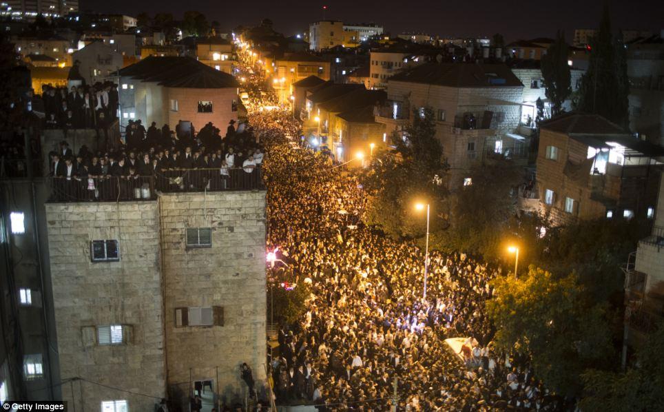 Un nombre incroyable: les foules remplis tous les moyens et toutes les sections du toit jusqu'à ce que les heures tardives de la soirée