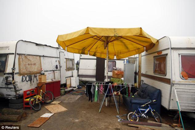 Afluencia: Caravanas en Triel-sur-Seine, cerca de París