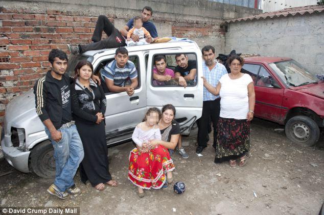 Expulsado: familes romaníes están siendo desalojados de campings ilegales alrededor de París