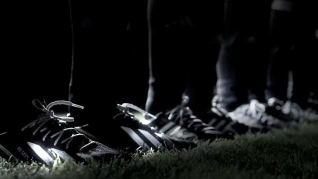 [Marketing] Las sorprendentes y clásicas botas que llevará Villa en el 2014 (foto) 4