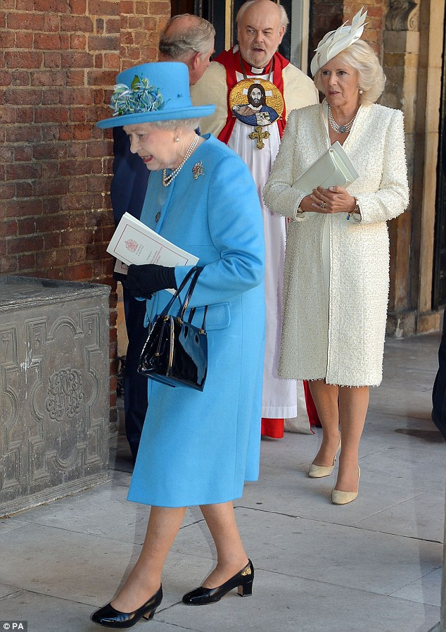The Queen wore a blue cashmere coat with Mother of Pearl buttons by Stewart Parvin over a paisley printed silk dress