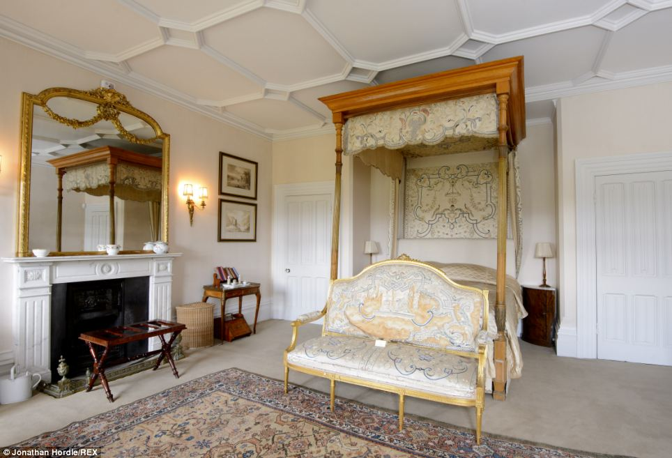 Want To See Inside The REAL Downton Abbey From Grandiose