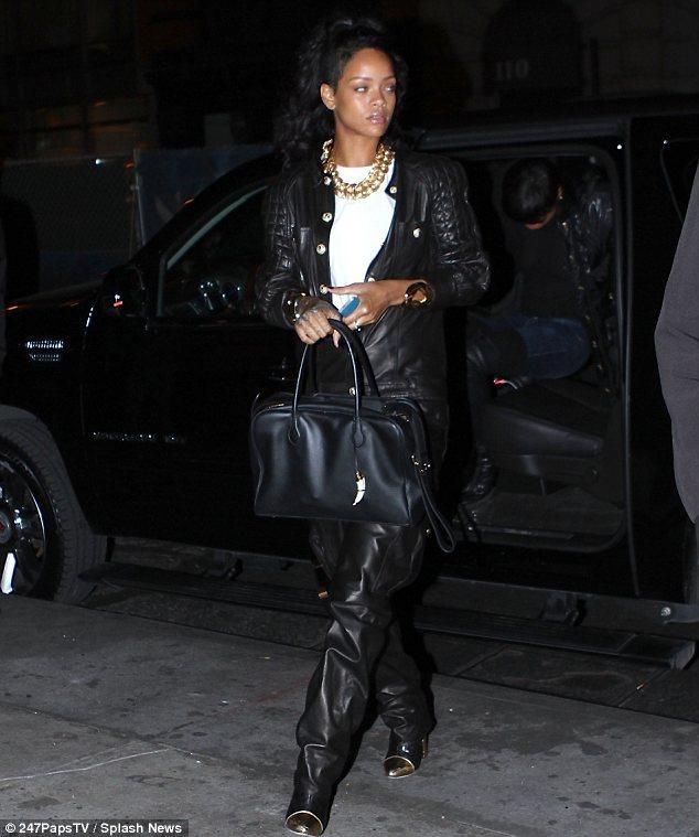 Emploi du temps chargé: horaire de tournée trépidante de Rihanna signifie qu'elle n'a pas été en mesure de passer du temps dans son manoir 12 millions de dollars et a décidé de le louer pour 65k $ par mois
