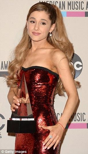 Et à venir: Ariana Grande a remporté Nouvel Artiste de Kohl de l'année lors de l'événement