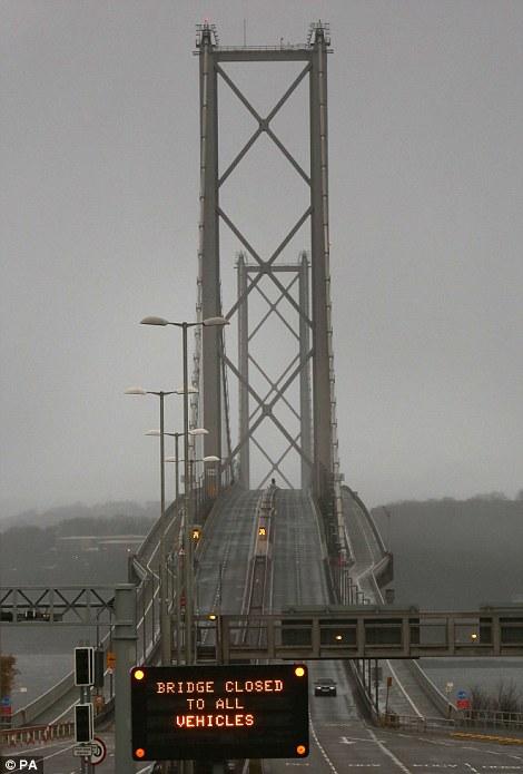 El puente de Forth Road está cerrada como Escocia consigue azotada por fuertes vientos
