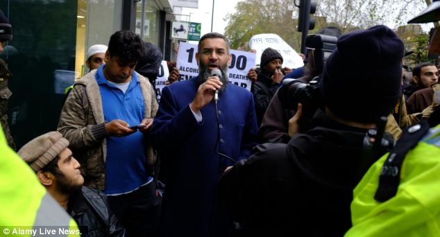 An East London Mosque spokesman and politicians in the area condemned the protest as a publicity stunt