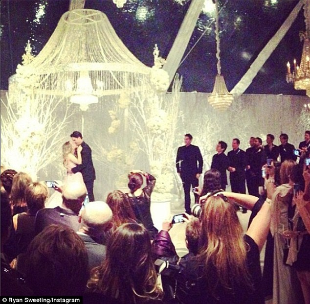 Kaley Cuoco shares snap of wedding cake after Ryan Sweeting smashes     Just married  The couple kissed under a canopy as they are surrounded by  friends and